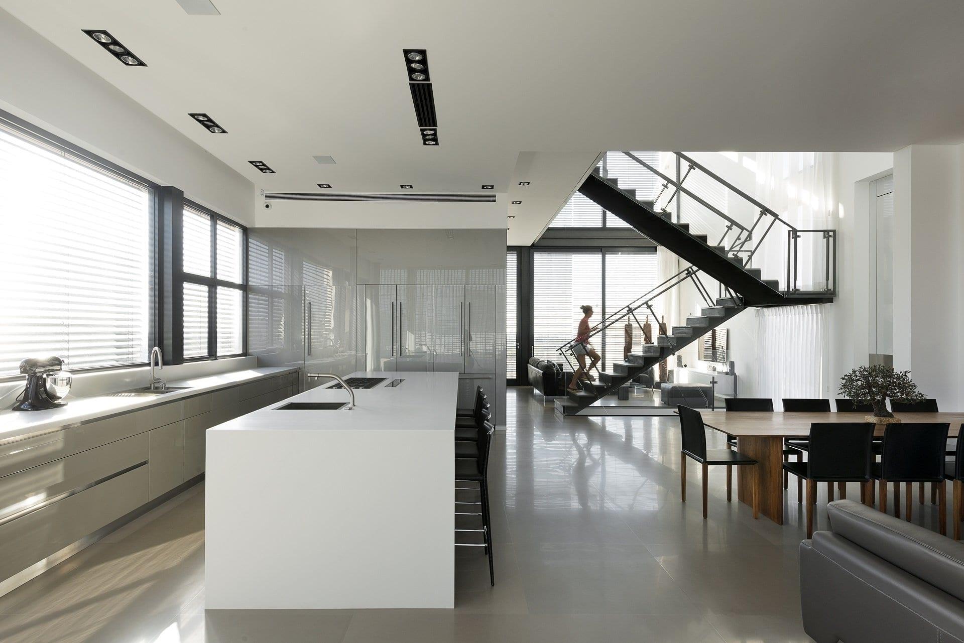 מטבח לבן זכוכית - דגם לבן צבע וזכוכית