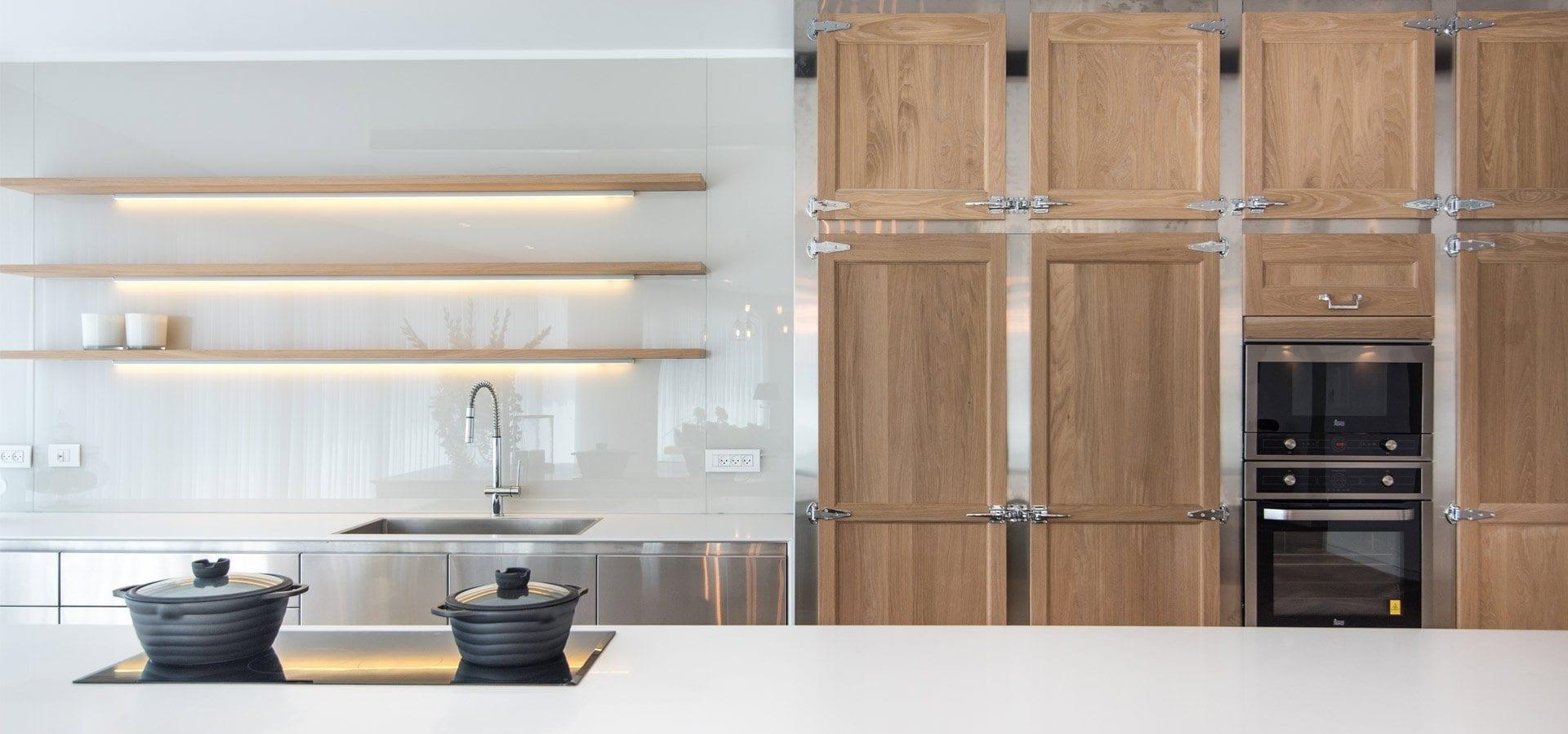 מטבח עץ ונירוסטה - דגם לואי ויטון