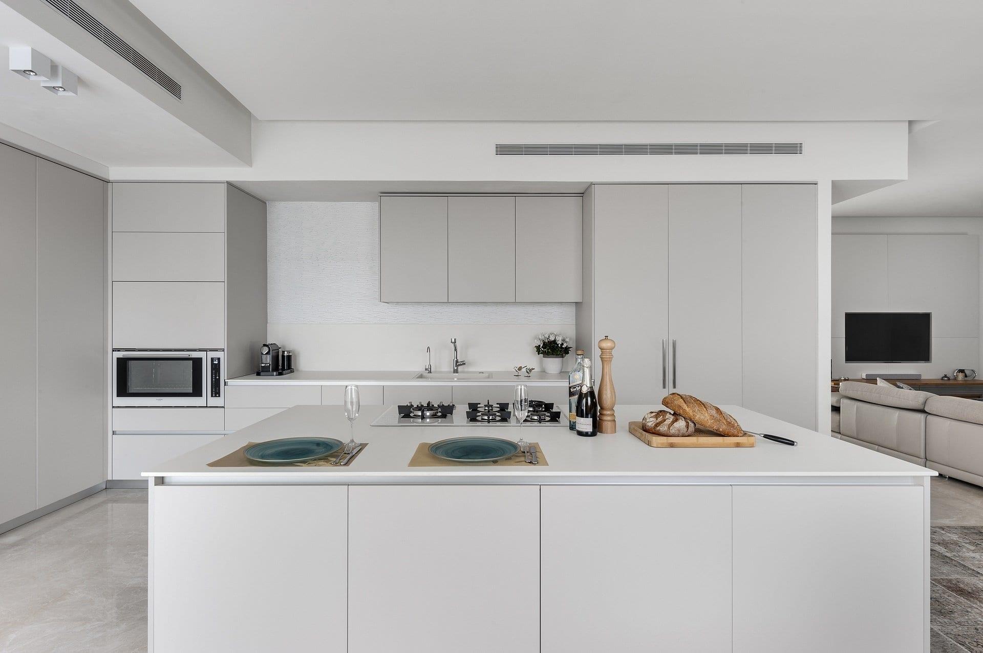 מטבח בצבע אפור בהיר - Semel Kitchens